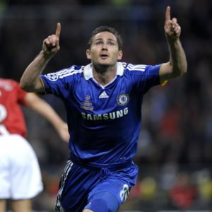 Chelsea's Frank Lampard (r) celebrates after scoring the equalising goal at the end of the first half